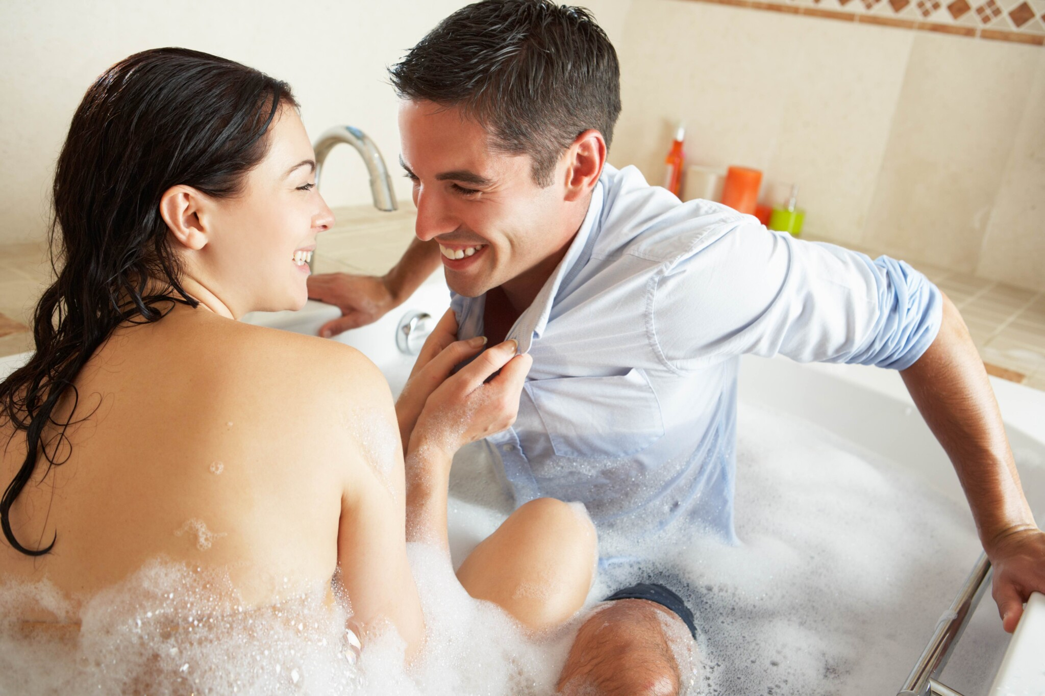 """National Bubble Bath Day: 5 Tips for a """"Sud-tastic"""" Celebration!"""